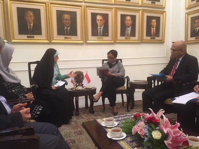 test Twitter Media - در ادامه مأموریت/ امروز در جاکارتا / دیدار با وزیرخارجه #اندونزی🇮🇩 خانم رتنو مرسودی ، گفتگو در مورد روشهای اجرایی برای توسعه و تعمیق روابط سیاسی و اقتصادی. https://t.co/r4tLcDJNrK