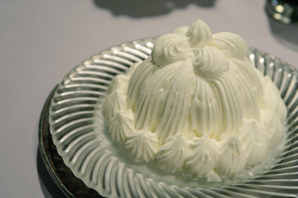 日本橋三越の特別食堂「日本橋」にて東京會舘伝統のデザート、マロンシャンテリーを頂きました。最高なのね…
