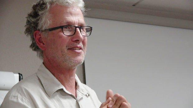 #vidéo  http:// www.pennarweb.org/video.php?id=341Conférence de Gérard Bensoussan, producteur de plantes aromatiques et médicinales#quimper #finistère #Bretagne @Biocoop  - FestivalFocus