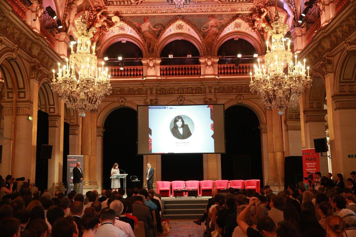 Fabriquer en ville, Fabriquer la Ville. Heureuse d'accueillir à #Paris le #FabCitySummit aux côtés d'une @AdaColau et @carlos_moedas. Ensemble pour inventer une ville productive, plus locale et circulaire, notamment grâce au #numérique.    https:// www.paris.fr/actualites/fab-city-summit-a-paris-le-digital-support-de-la-production-locale-5871  - FestivalFocus