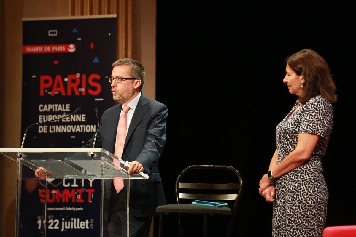 .@Moedas : «C'est l'expérience d'être ensemble qui fait la différence. C'est cette concentration de citoyens et la volonté de construire un destin commun avec eux qui font des villes les moteurs de l'innovation et de la création!» #FabCitySummit #Paris  - FestivalFocus