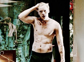 Jace shirtless apperication tweet.  bless someone's timeline ����  #SaveShadowhunters #NotOurLastHunt https://t.co/9q7cTJw2y0
