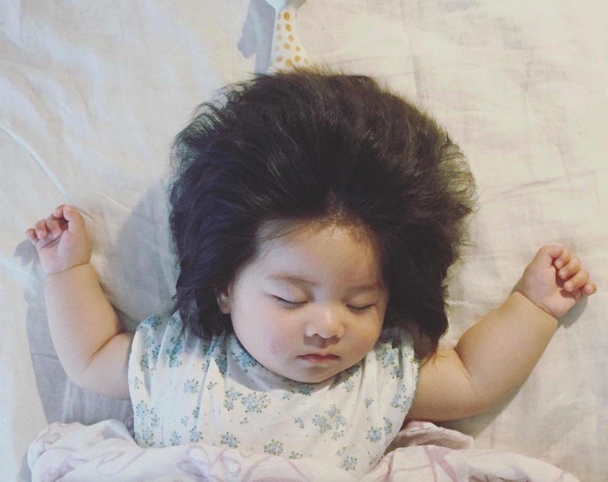 Gala On Twitter Baby Chanco Saugling Mit Elvis Presley Frisur Auf