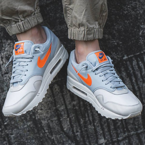 Kicks Deals On Twitter The Desert Sand Wolf Grey Ripstop Nike Air Max 1 Is Available Direct From Nikestore For 120 Free Shipping With Nike Https T Co