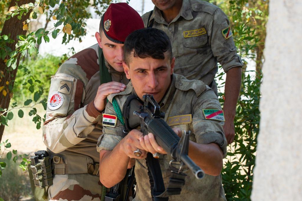 جهود التحالف الدولي لتدريب وتاهيل وحدات الجيش العراقي .......متجدد - صفحة 3 Di2Zx_lVAAAJi6k
