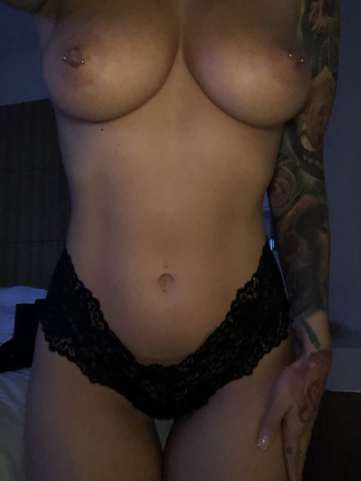Here's my tits  and Gnight. https://t.co/YoKsw5F76j