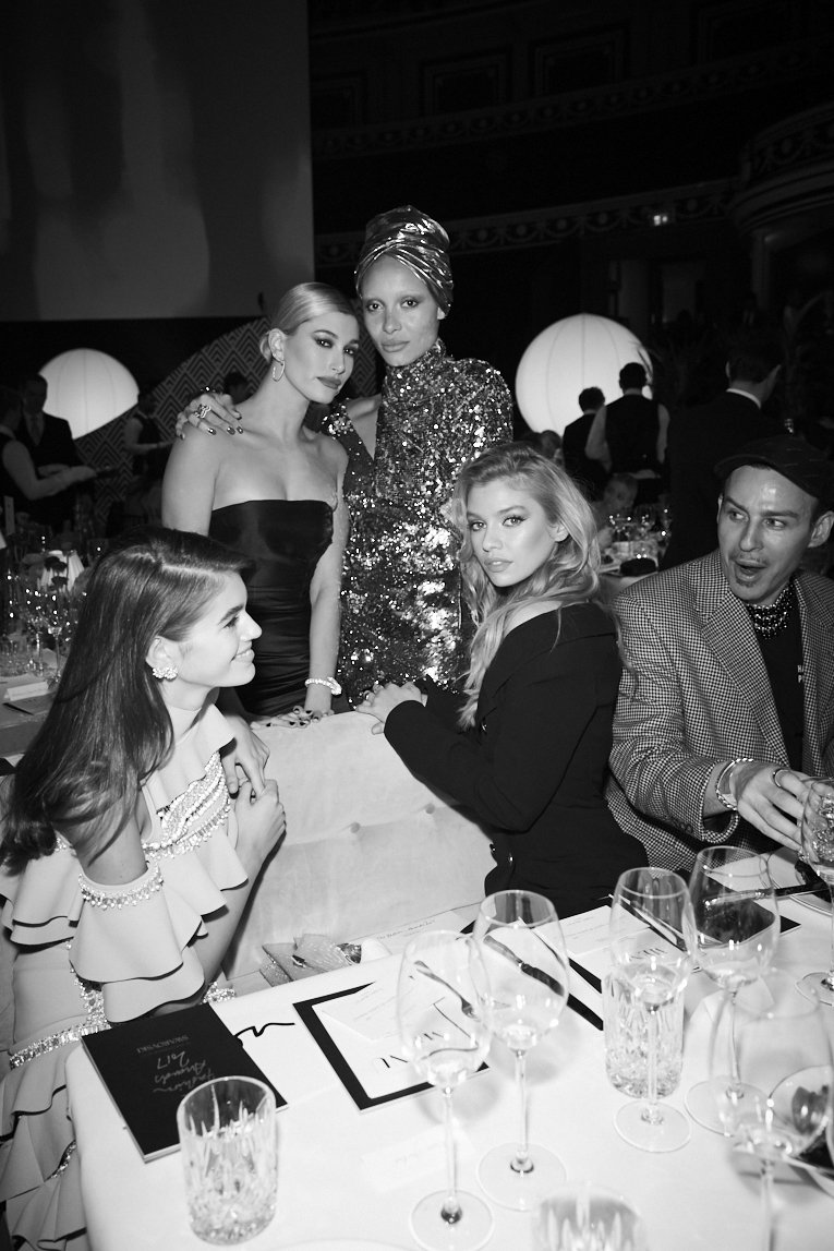 Tickets for The #FashionAwards 2018 are now on sale! Visit https://t.co/ovsNkle3Se to find out more. #Swarovski