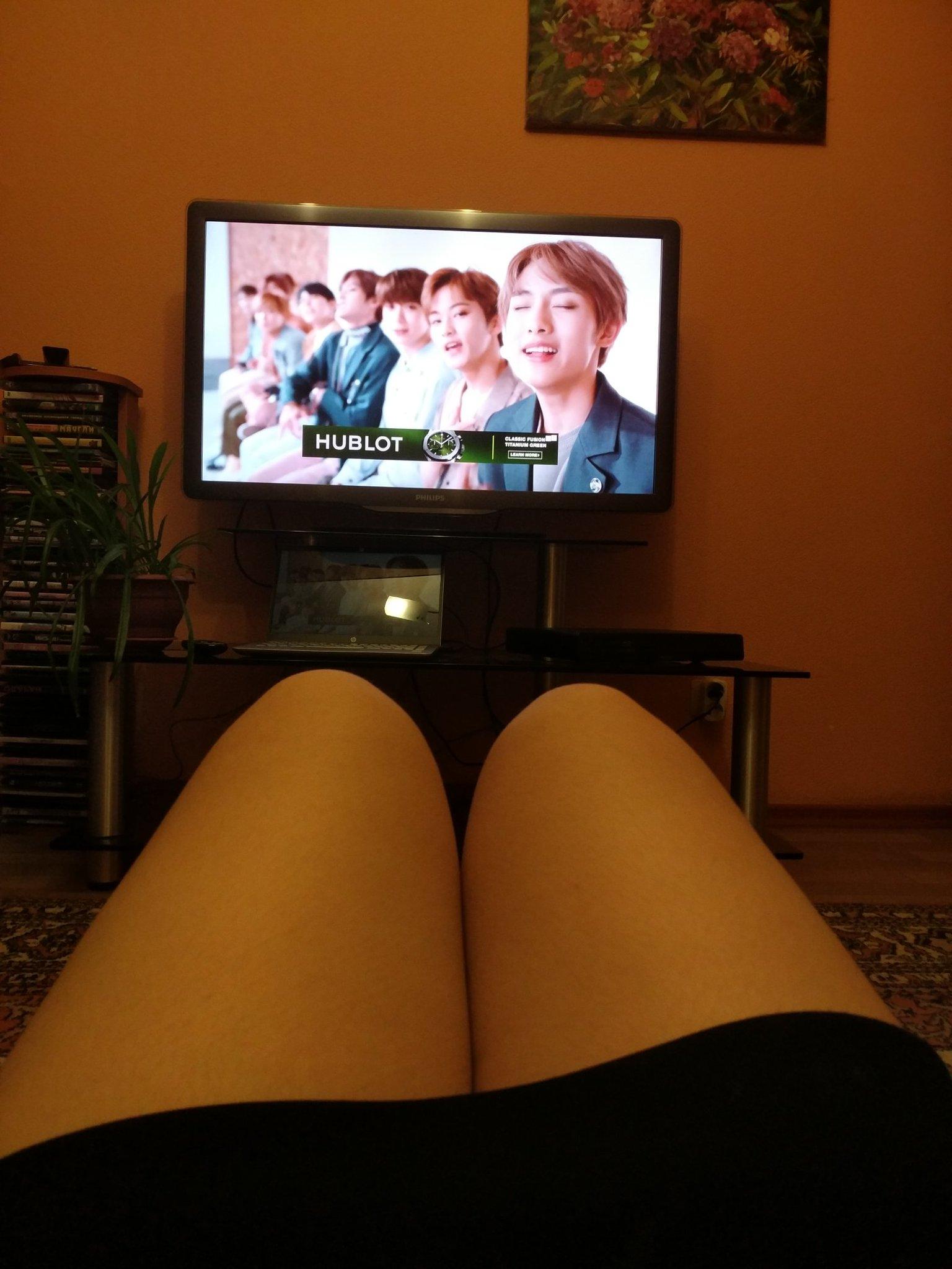 картинка ноги и телевизор субраса имеет лишь