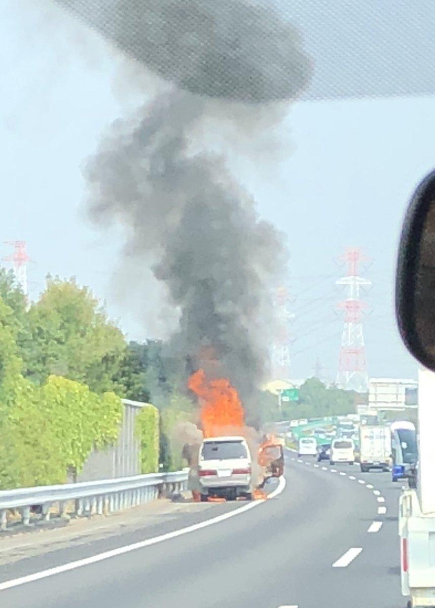 東名高速の春日井IC付近で車両火災の現場の画像