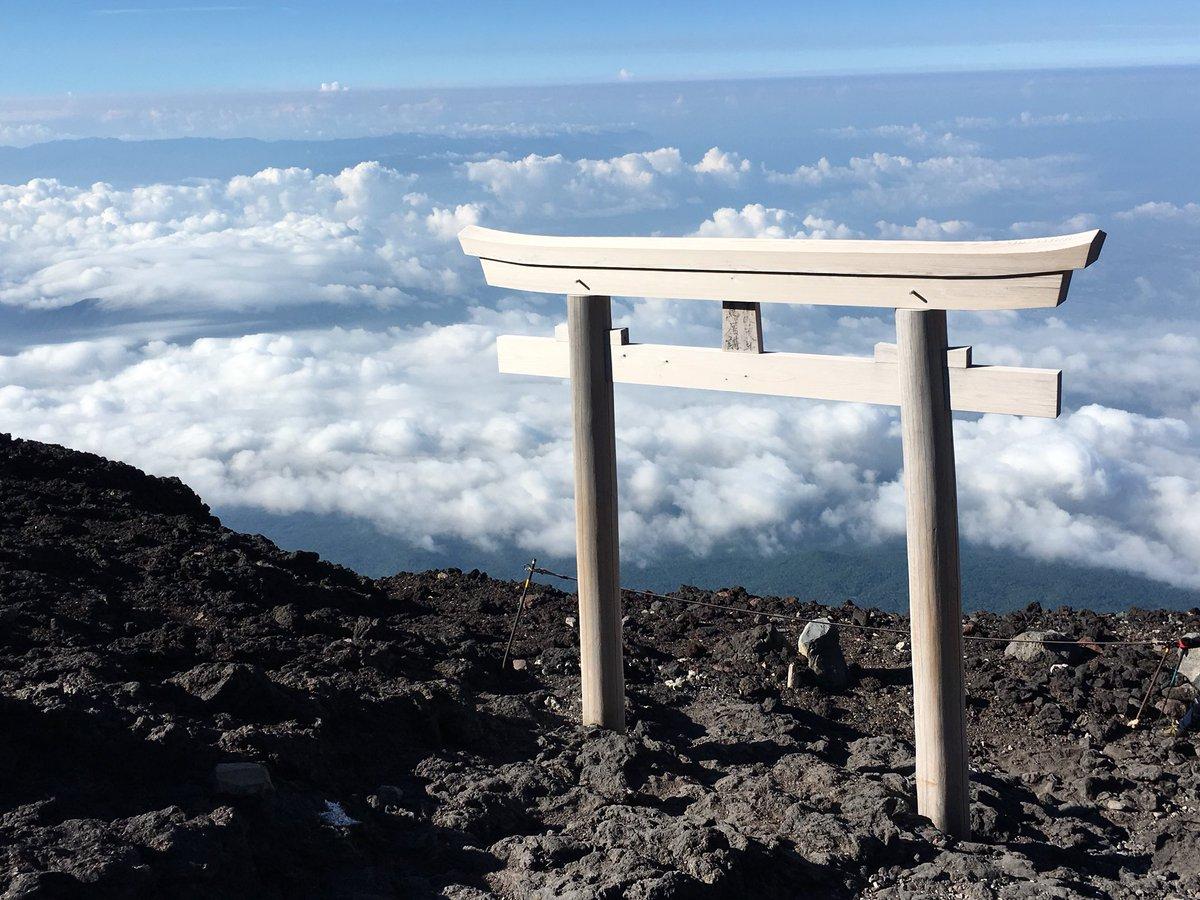 torii του jishu-Τζίντζα ένα ιερό προξενιό