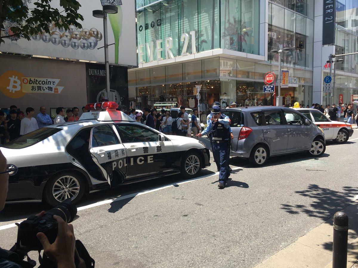 天神西通りでカーチェイスによる事故の現場の画像