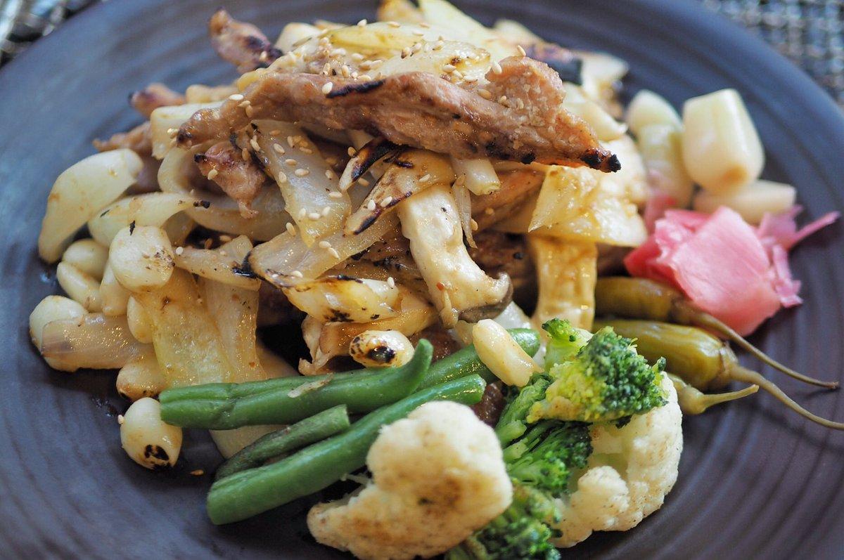 닭살 얇은 부위를 즐기는 이라면 누구나 육류요리 중 최고라 외칠 만한 '연탄집 닭목살구이' https://t.co/3kbRozxf3E