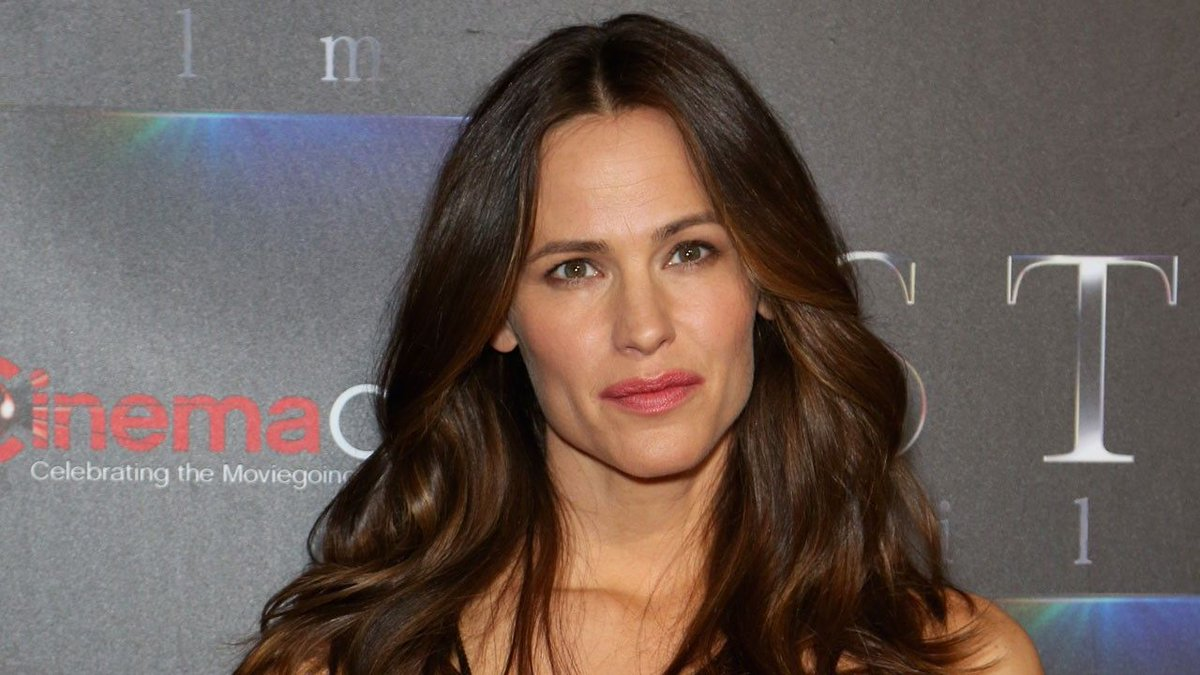 Jennifer Garner says she 'could cry' recalling tabloid scrutiny she faced when married to Ben Affleck. https://t.co/yPME15A1UA