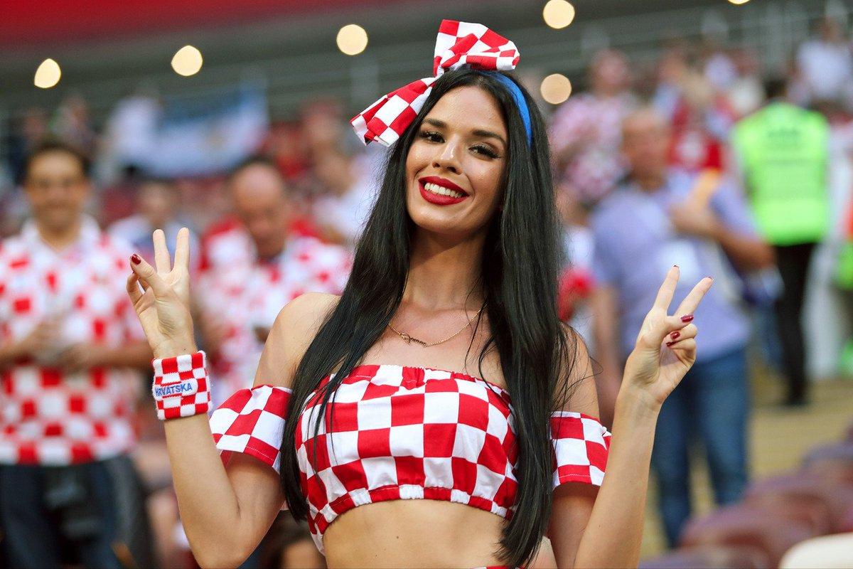 f6940e3e9b ... O novo jogo da FIFA Um texto de Nelson Marques  https   leitor.expresso.pt diario 13-07-2018 html caderno-1 lazer sexismo -hot-or-not-o-novo-jogo-da-fifa- ...