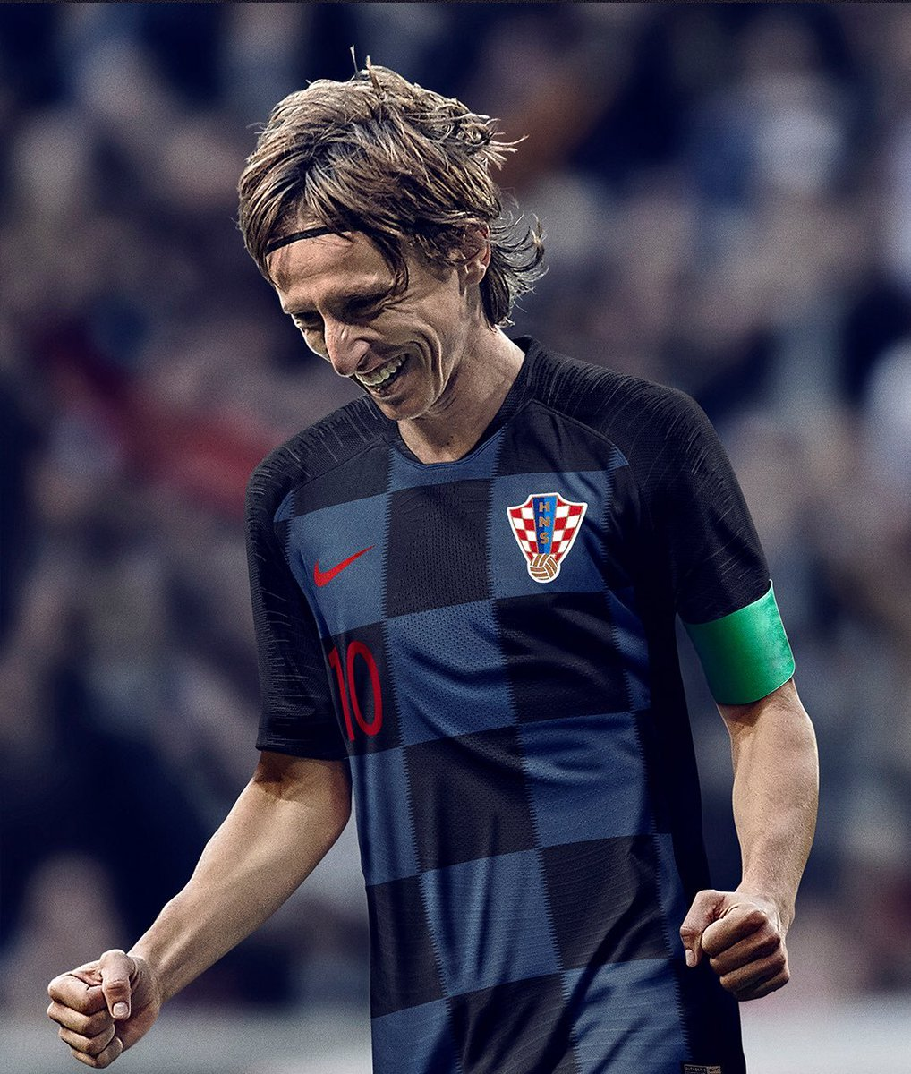 #CROvENG How&#39;s many tweets for modric <br>http://pic.twitter.com/Ocq3LsSC7k