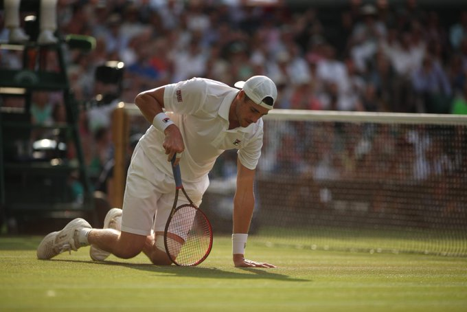 At four hours and 55 minutes, this is the longest semi-final in the history of The Championships 😲 #Wimbledon Foto