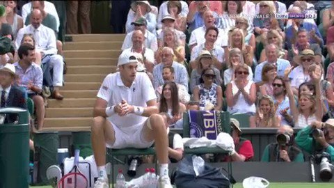 Image for the Tweet beginning: 🎾 #Wimbledon Quand Isner gagne le