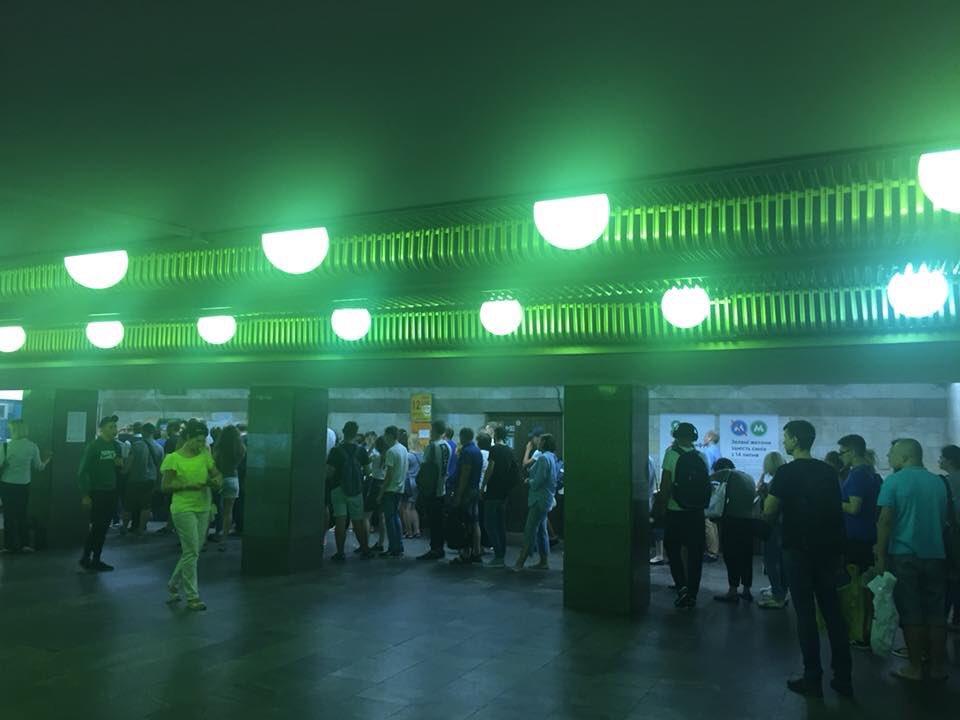Напередодні підвищення проїзду на станціях Київського метрополітену утворилися великі черги - Цензор.НЕТ 6007