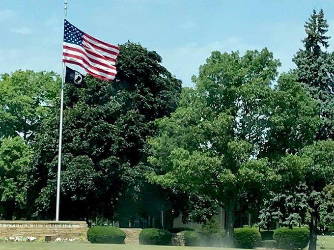 #POW/MIA #Flag frames a humble in motion symbol of #Veteran focus https://t.co/vPSZYozWUq https://t.co/FWJrDm7KUb