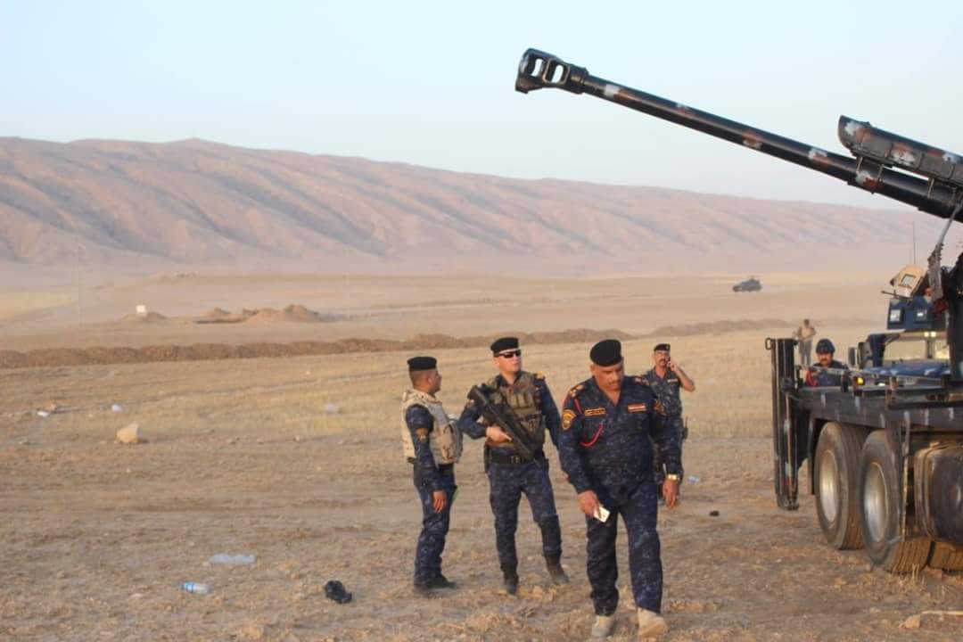 العراق يعيد للخدمه مدفعيه D-30 عيار 122 ملم محموله على الشاحنات  DiATQ-pWAAAyqR2