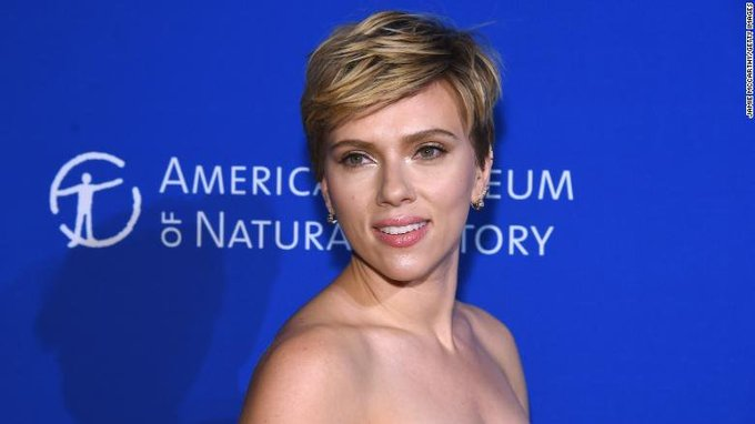 Scarlett Johansson has opted to withdraw from a film in which she was set to play a transgender man after her casting drew criticism from the LGBTQ community Foto