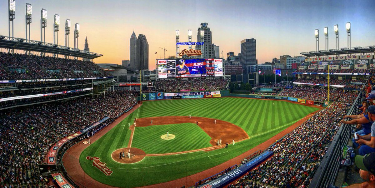 A sold-out crowd of 35,078 at Progressive Field on a beautiful night in Cleveland. https://t.co/WSdIw15EhW