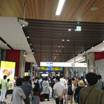 Image for the Tweet beginning: 今日は熊本出張…ですが、藤崎台でプロ野球のオールスターがあります。3連休初日の土曜日なのでさくらは多いと思い、つばめで来ましたが、次のさくら(普段はこれに乗ります)に選手が乗っているのか、その入り待ちで待つファンが熊本駅に多くいました。 #熊本駅 #藤崎台球場 #オールスターゲーム