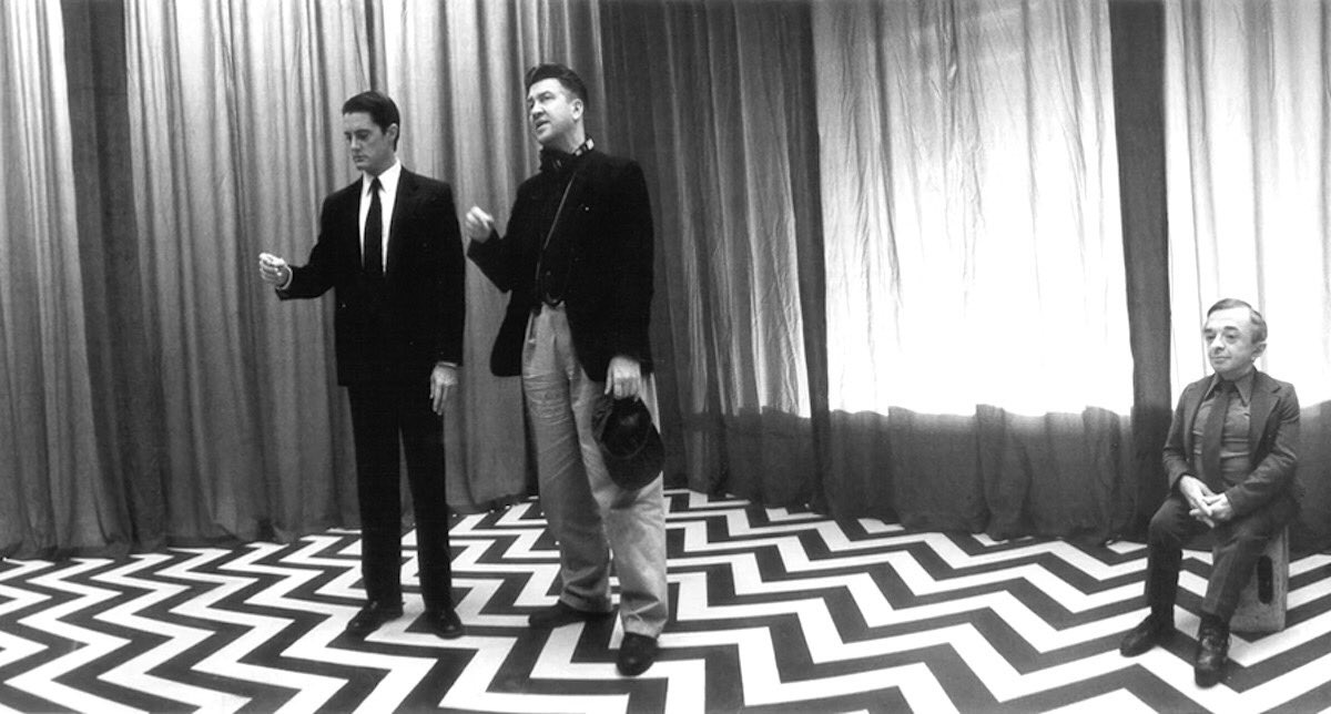Behind the scenes of Twin Peaks (1990). <br>http://pic.twitter.com/NuxWZnYmPj
