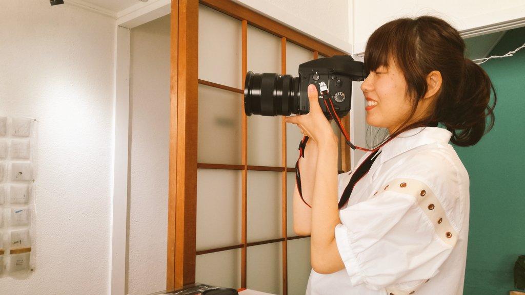 展示を観に来て下さった写真部員さんがCONTAX645を持ってきて下さいました! カッコいい!  #あんなばなな絵日記