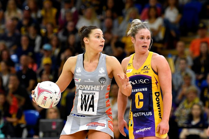Big quarter from @magpies_netball who claimed the third bonus point and the momentum heading into the final term. @sc_lightning with a four goal 47-43 lead. #LIGvMAG Photo