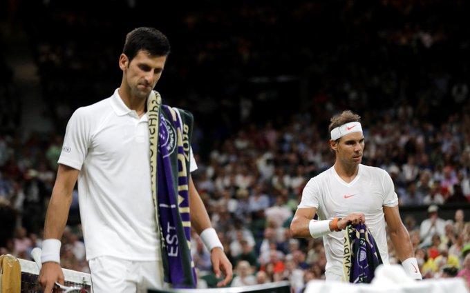 Rafael Nadal y Novak Djokovic dejan en suspenso definición de finalista en Wimbledon por el llamado toque de queda Foto