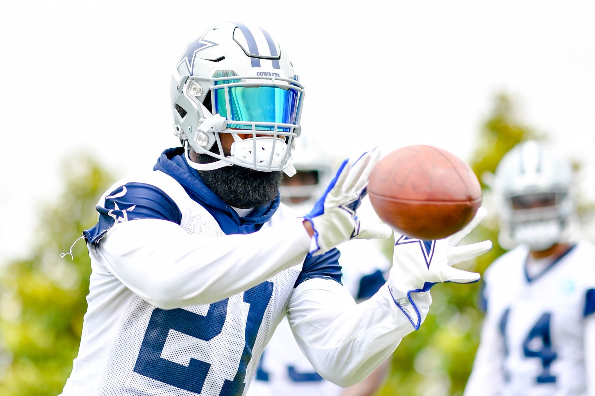 Enjoy an offseason highlight of the #DallasCowboys RBs. ��  Full gallery �� https://t.co/toT78rmloC https://t.co/nhouOOejgd