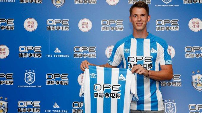 ¡OFICIAL! Erik Durm 🇩🇪 es nuevo jugador del Huddersfield por 3M€ viene procedente del Borussia DORTMUND 🇩🇪 y firma por una temporada. #Fichajes Foto