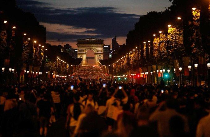 Je vous souhaite un magnifique #14Juillet ! La France est si belle dans l'union. - NS Photo