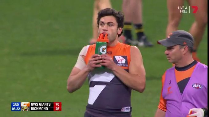 Taranto kicks two in a row and the @GWSGIANTS are on the charge! They lead by 24pts. #AFLGiantsTigers Photo