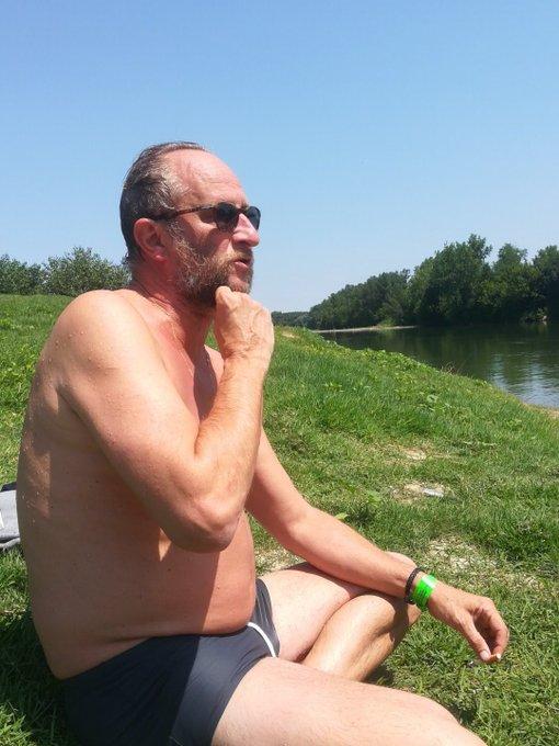 Benoît Poelvoorde a testé la baignade dans la Garonne à Couthures #festjournalisme @SO_47 Photo