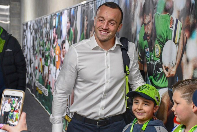 One of the many great perks of being a Raiders Member. Autograph Alley! ✍️ #WeAreRaiders #NRLRaidersCowboys Photo