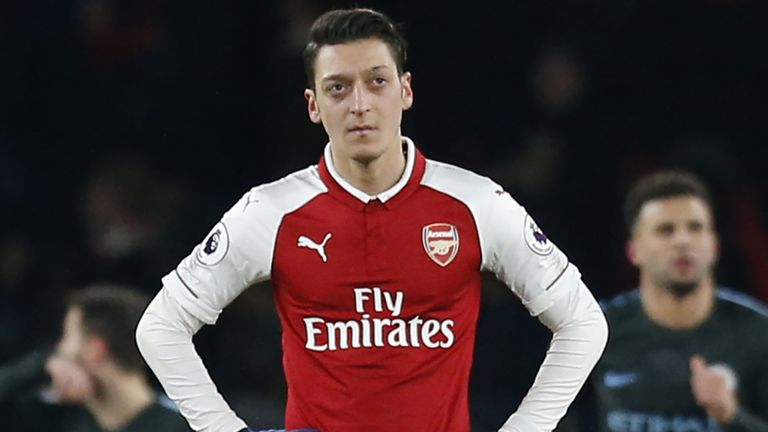Arsenal head coach Unai Emery is keen to help Mesut Ozil rediscover his best form. More here: skysports.tv/S0IFuM