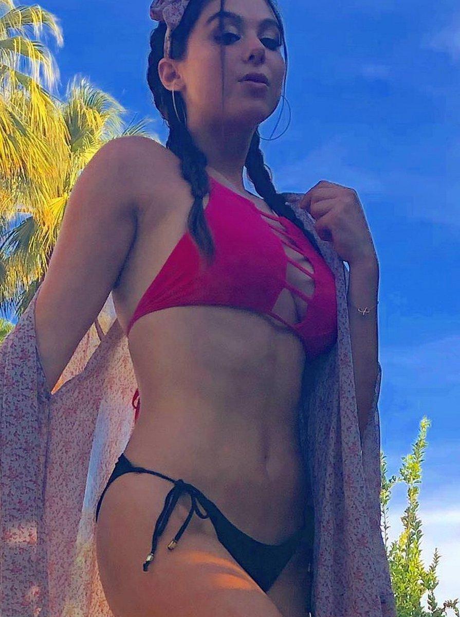 Kira kosarin im bikini