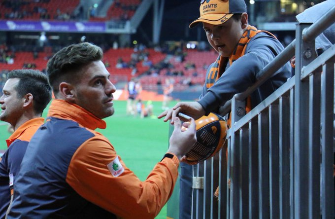 A brief interlude as @stephenconiglio makes his way to the rooms to sign for a fan. #BeGIANT #AFLGIANTSTigers Photo