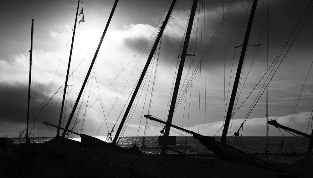 on a journey... #bnw #blackandwhite #monochrome #sunset #ostsee<br>http://pic.twitter.com/JzjWx8ZuaV