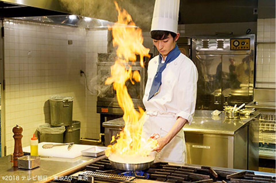 明日、9時30分よりOA  #ルパンレンジャーVSパトレンジャー  # 23 「ステイタス・ゴールド」  透真とギャングラーが料理対決!! 料理男子っぷりをとくとご覧あれ🎩  #ルパパト #料理男子