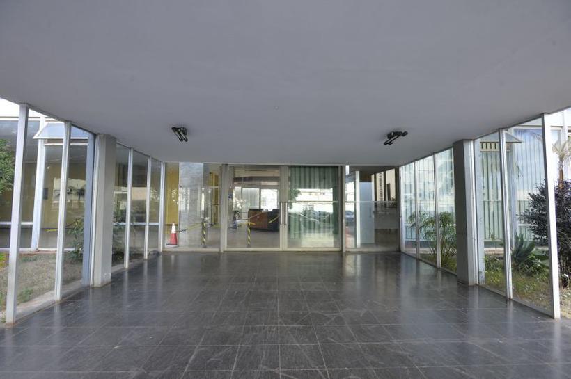 Resultado de imagem para Prédio na Esplanada está abandonado há três anos e custa R$ 50 mil mensais