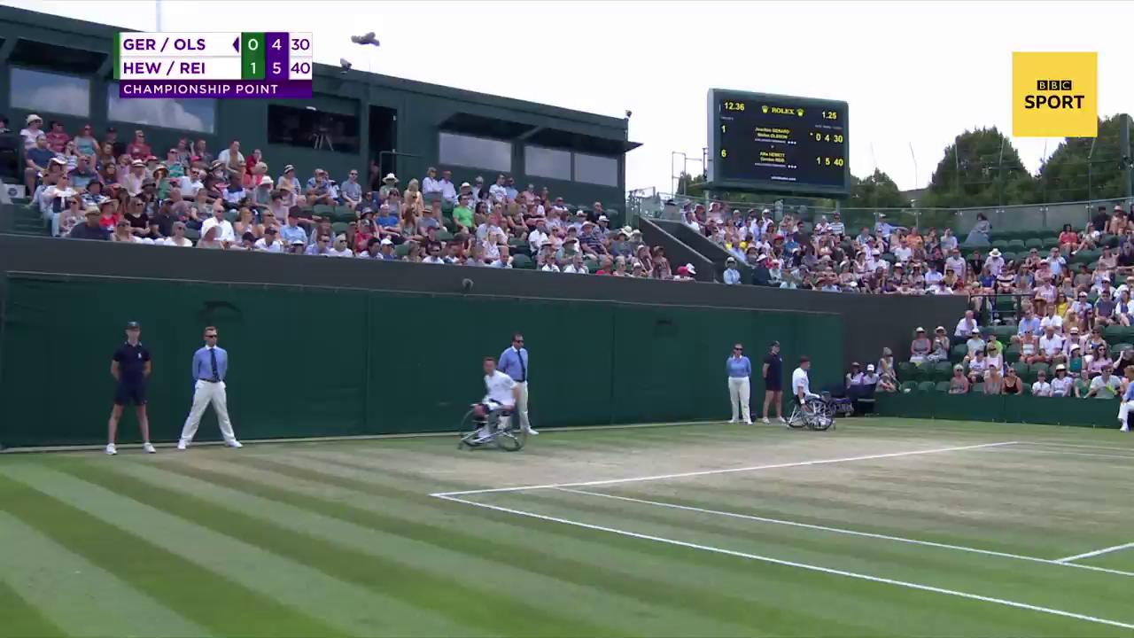 The winning moment for @gordonreid91 and @alfiehewett6 ����  #bbctennis #wimbledon https://t.co/lTyiLIt0cw