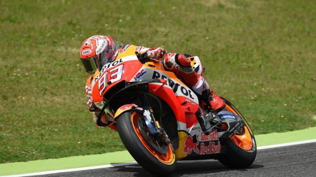 #Motogp, in Germania pole di #Marquez: sesto Valentino #Rossi https://t.co/G6NCrBFZas