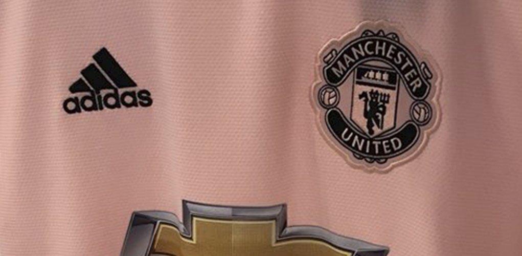210fed66b anticipo rosa sera el color de la camiseta de visita para manchester united 2018  19