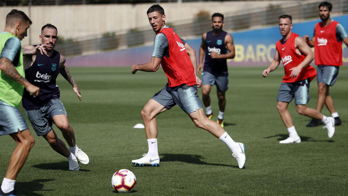 📸 The lads were working hard again today, alongside a new face! 👋 @clement_lenglet 🔵🔴 #EnjoyLenglet