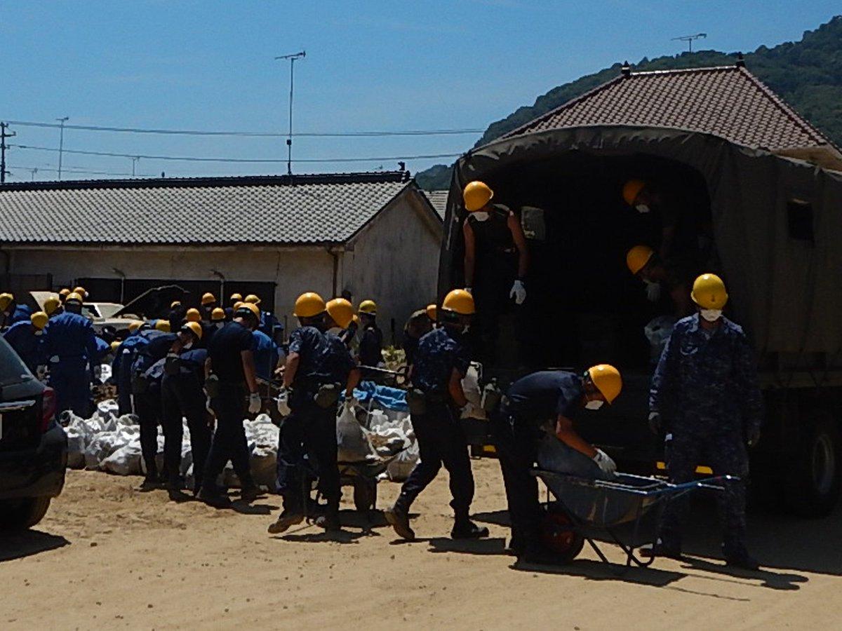 7月14日、海上自衛隊幹部候補生学校の学生達は呉市安浦町で土砂撤去作業を行いました。 #海上自衛隊 #精強即応 #JMSDF