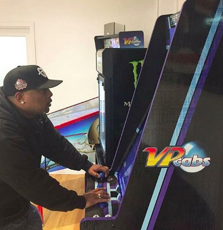 I'm just a big kid at heart. What's even more impressive than my #SharkTank partner @VirtualPinball1's machines are their plans to expand. If u live in Ohio, stay tuned for their new bar & arcade that's due to open this year. I'll definitely be planning a visit! #ShoutoutSaturday