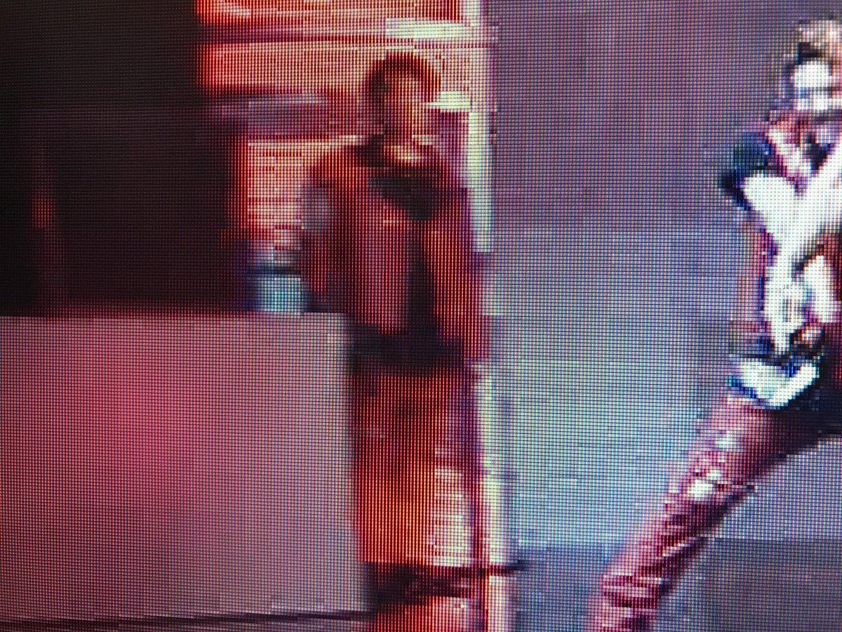 めっちゃやばかったんだけどさEXILE  私見ちゃったんだ爆笑  ネス吉が歌ってる時の 端で待機してる敬浩wwwww  姿勢良すぎもう笑い止まらん爆笑